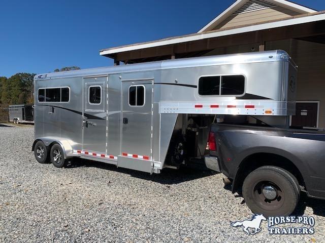 2020 4-Star 2 Horse Straight Load Gooseneck w/5' DRESSING ROOM & HYDRAULIC JACK!
