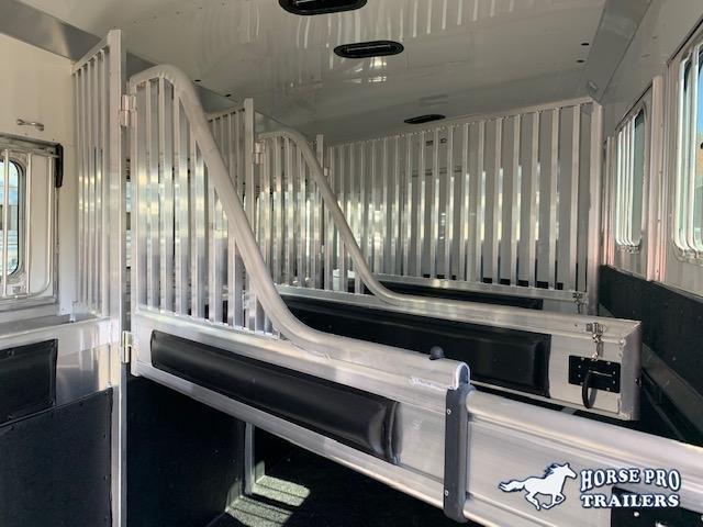 2020 4-star deluxe 3 horse 15'6 trail boss living quarters