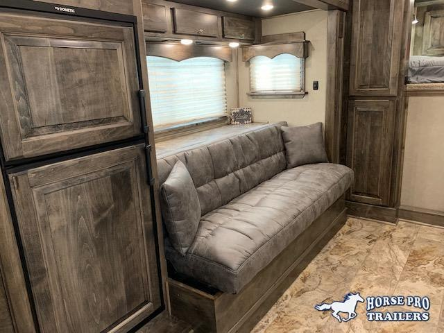 2020 Cimarron 3 Horse 13'6 Outback Living Quarters w/SIDE LOAD FULL REAR TACK & GENERATOR