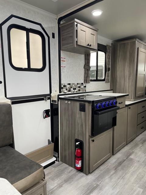 2021 TrailManor 2922 Series 2922KB Popup Camper RV