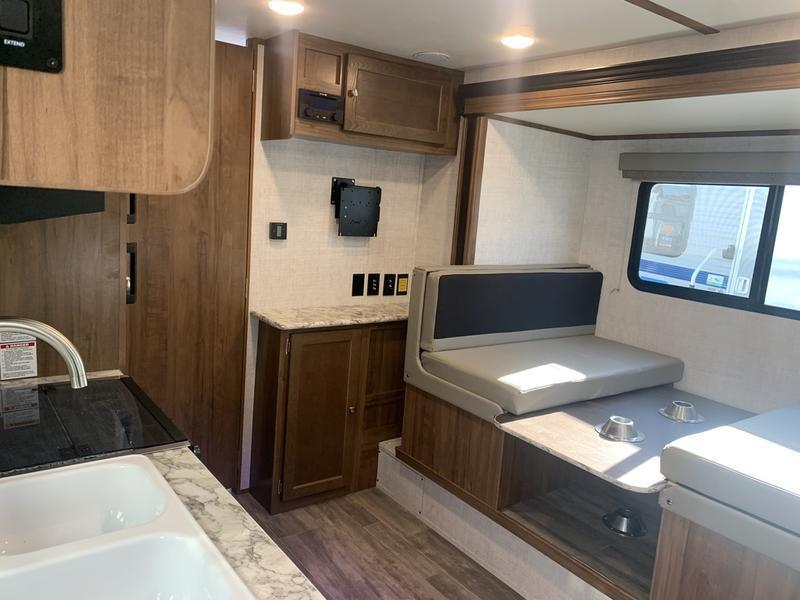 2021 Gulf Stream Gulf Breeze SVT Series 21QBD