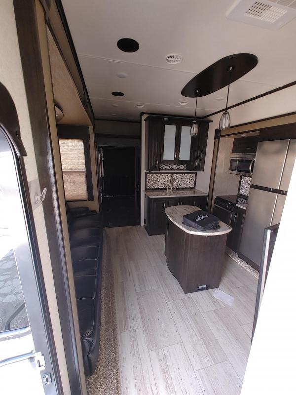 2016 Grand Design RV Momentum 348M Fifth Wheel Campers RV