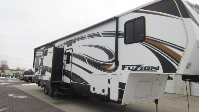 2013 Fuzion Keystone RV FZ395 Toy Hauler RV