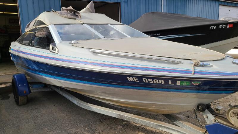 1986 Bayliner Capri 1950 BR Capri Runabout Boat