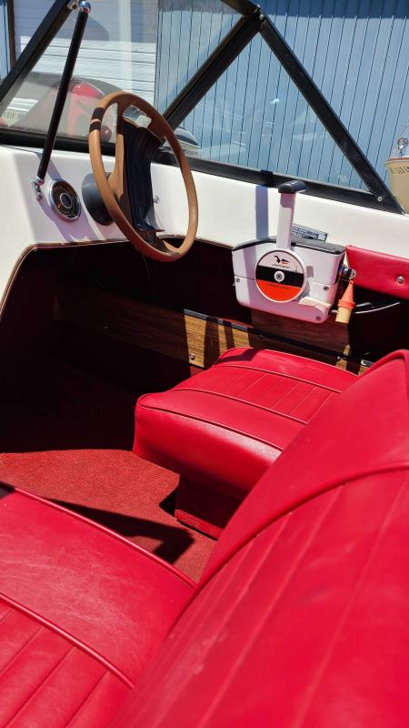 1977 Rinker 15 Tri Runabout Boat