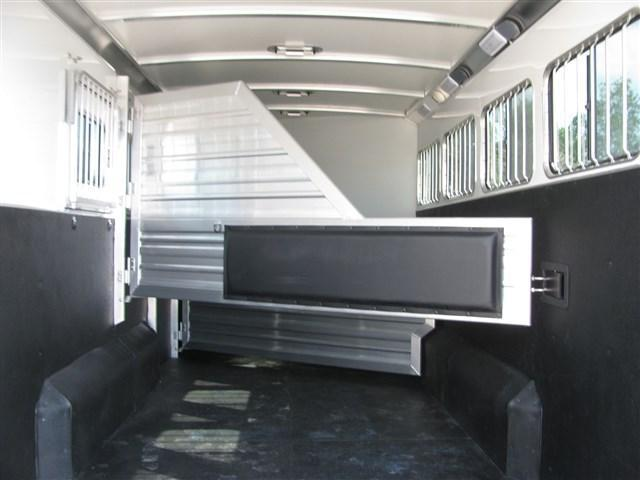2020 Cimarron Norstar 4 Horse Gooseneck with Closet Tack