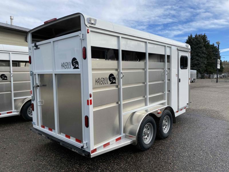 2021 Maverick 3 Horse Slant Load Bumper Pull with Walk in Dressing Room