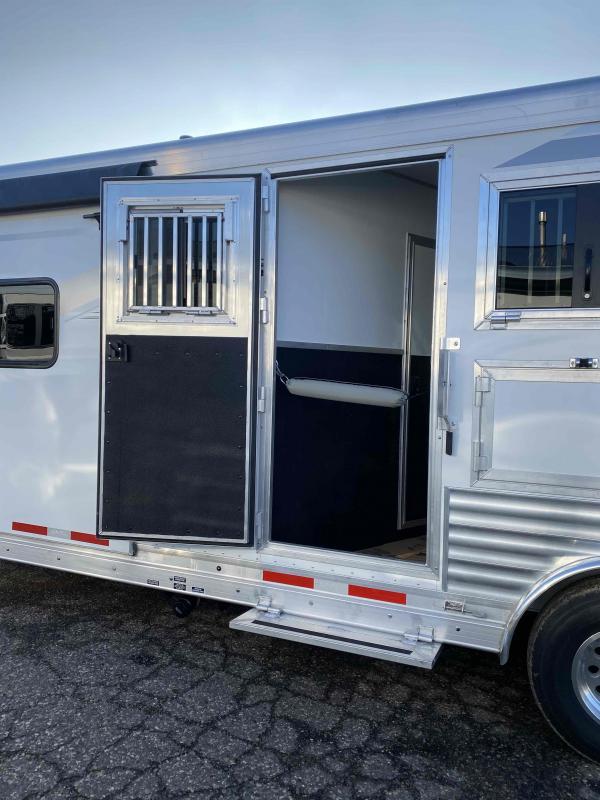 2021 SMC Laramie 3 Horse 11' Living Quarter Trailer