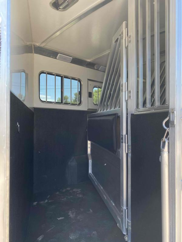2022 Cimarron Norstar 4 Horse with Trainer Tack and Broom Closet