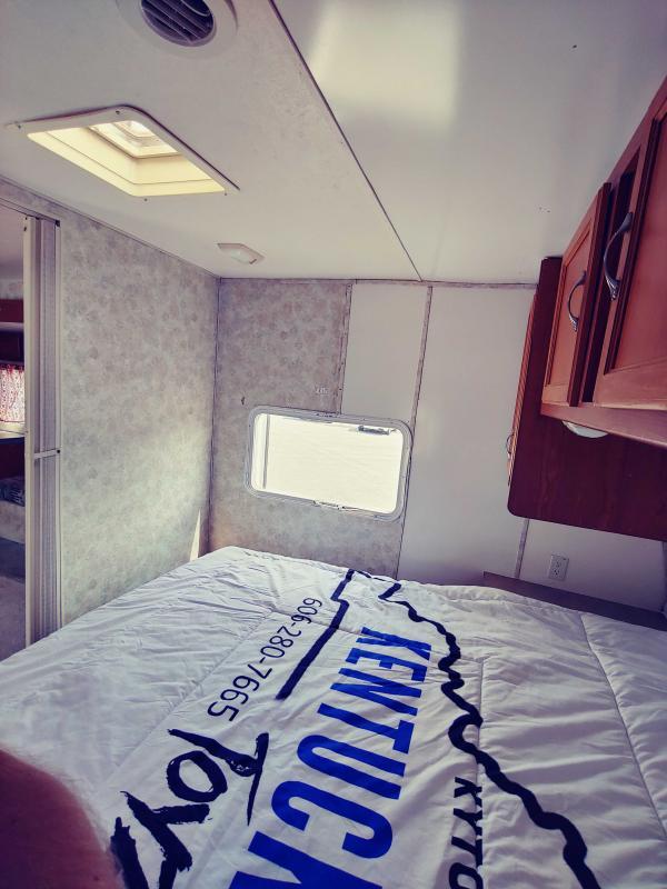 2005 Coachmen Spirit of America 300TBS Travel Trailer RV