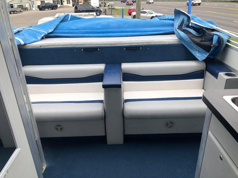 1995 Sun Tracker Party Hut Pontoon Boat