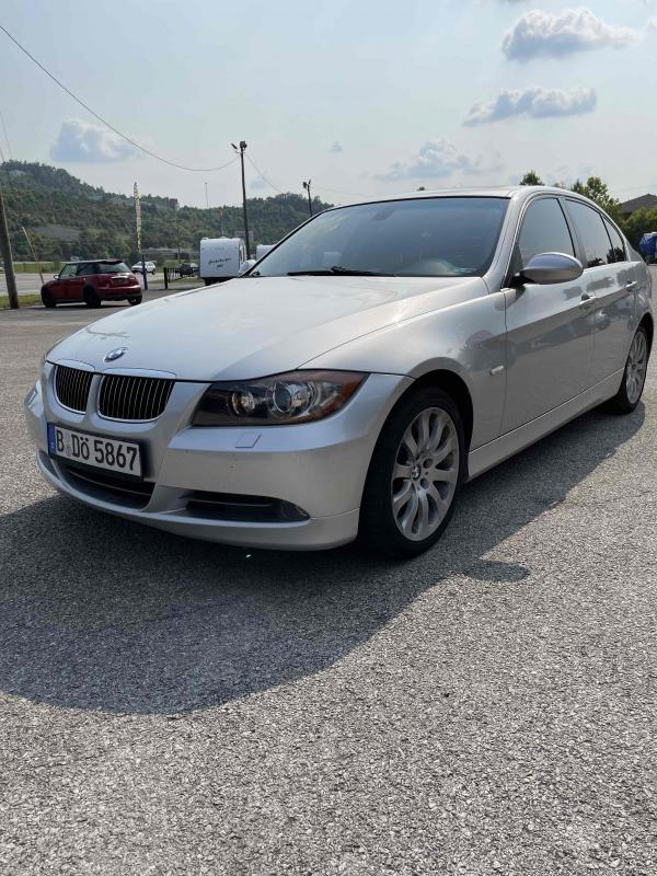 2006 BMW 330xi Car