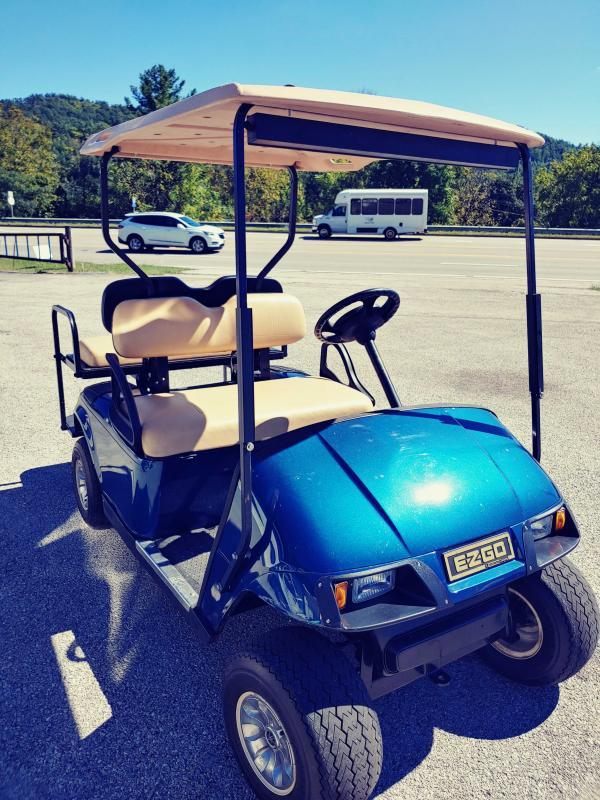 EZ-GO txt Gas 4 SEATER Golf Cart