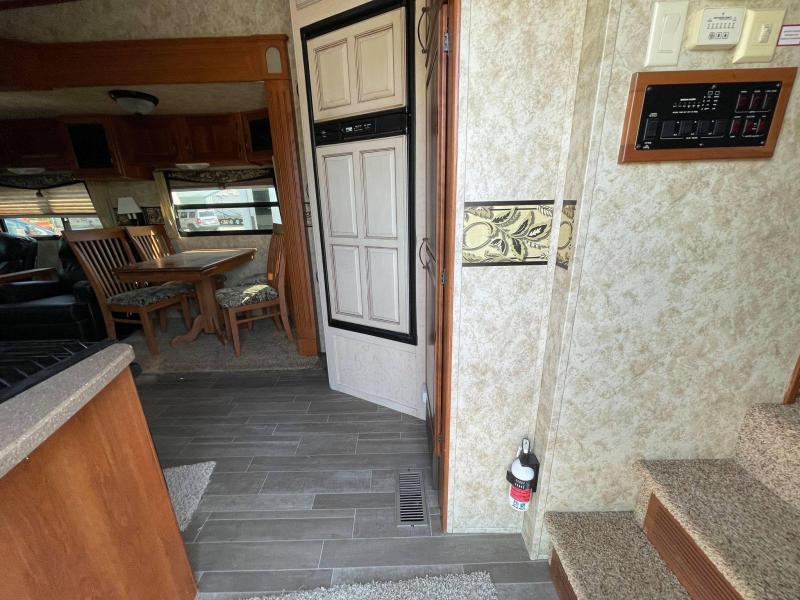 2011 Keystone RV Montana 323RL Fifth Wheel Camper