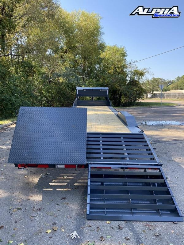 """2021 Load Trail 102"""" x 30' Tandem Gooseneck Carhauler (80"""" Between Fenders) 16K GVWR"""