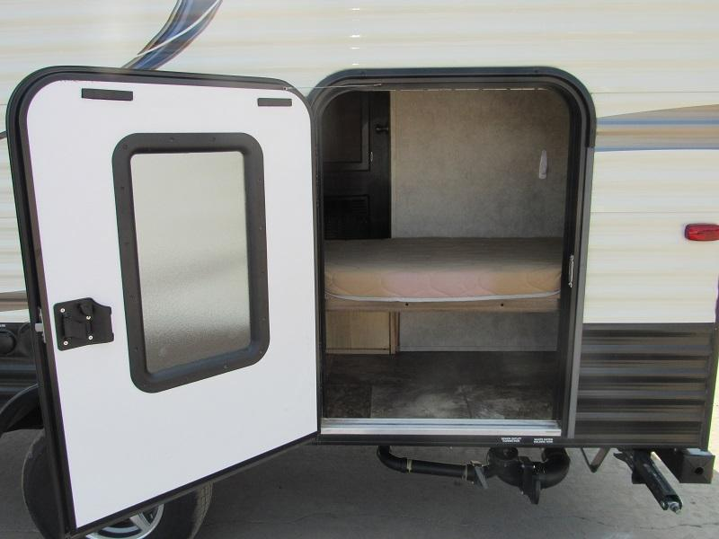 2017 Forest River VIKING 17BH Camping / RV Trailer