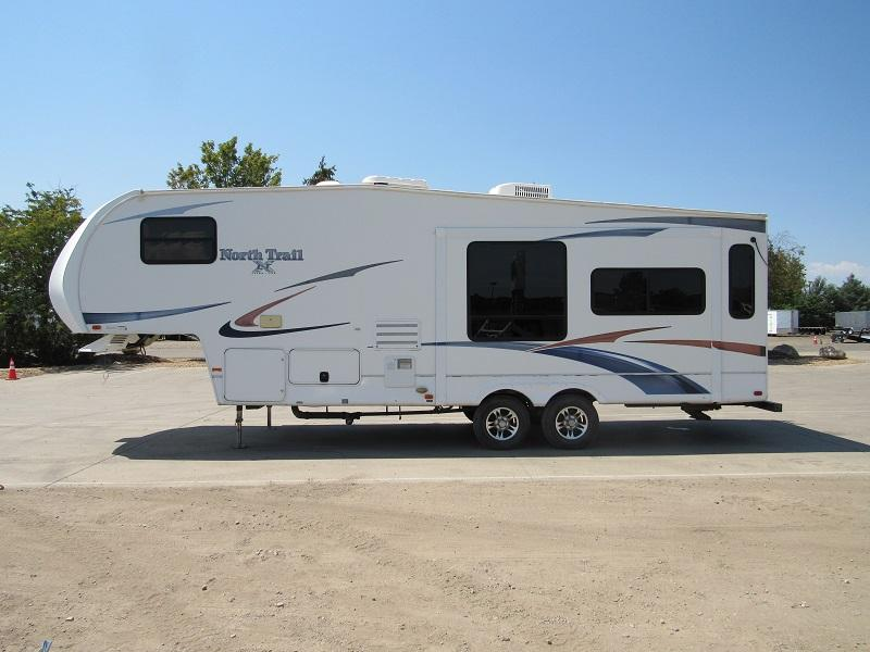 2011 Northtrail 27RL Camping / RV Trailer