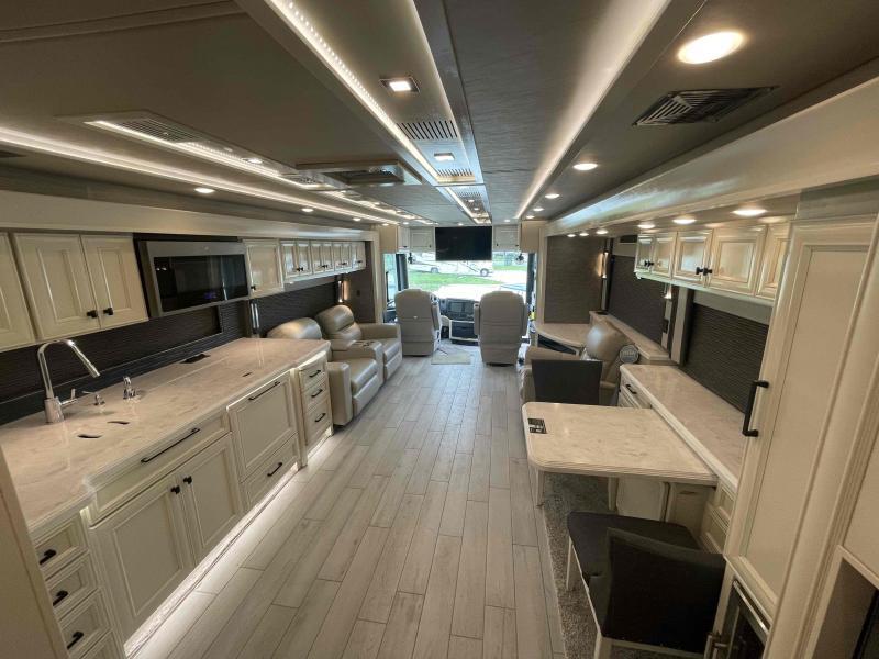 2022 Tiffin Motorhomes BUS 450PP