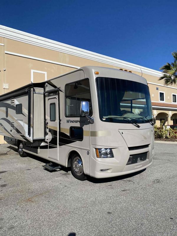 2014 Thor Motor Coach  WINDSPORT 27K