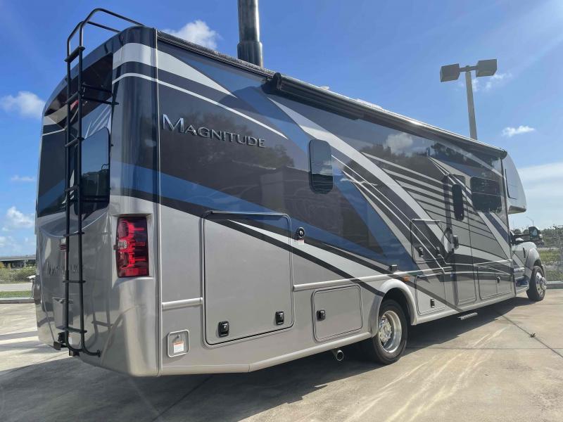 2022 Thor Motor Coach MAGNITUDE RB34