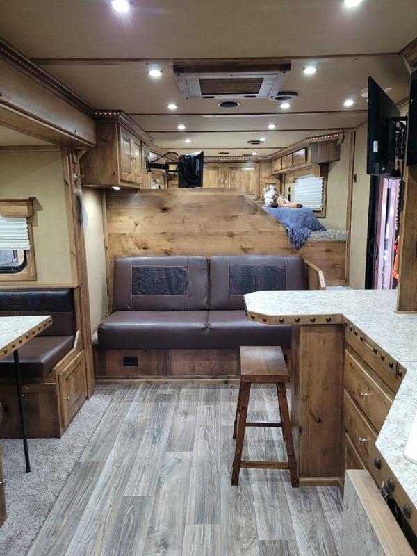 2021 Logan Coach Riot 815 3H Platinum w/15' SW & Slide Bar Unit GN Enclosed Cargo Trailer