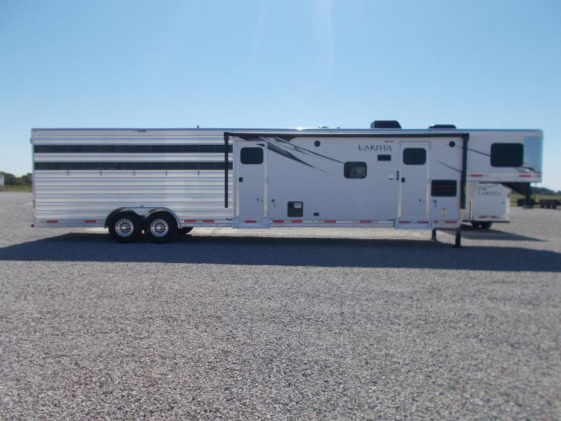 2022 Lakota 81611RK Stock/Combo 7'MT 3'SW w/11' LQ & Slide GN Horse Trailer