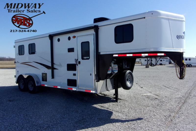 2021 Bison Trailers QuickDraw 7206 2H w/7' SW & LQ GN Horse Trailer