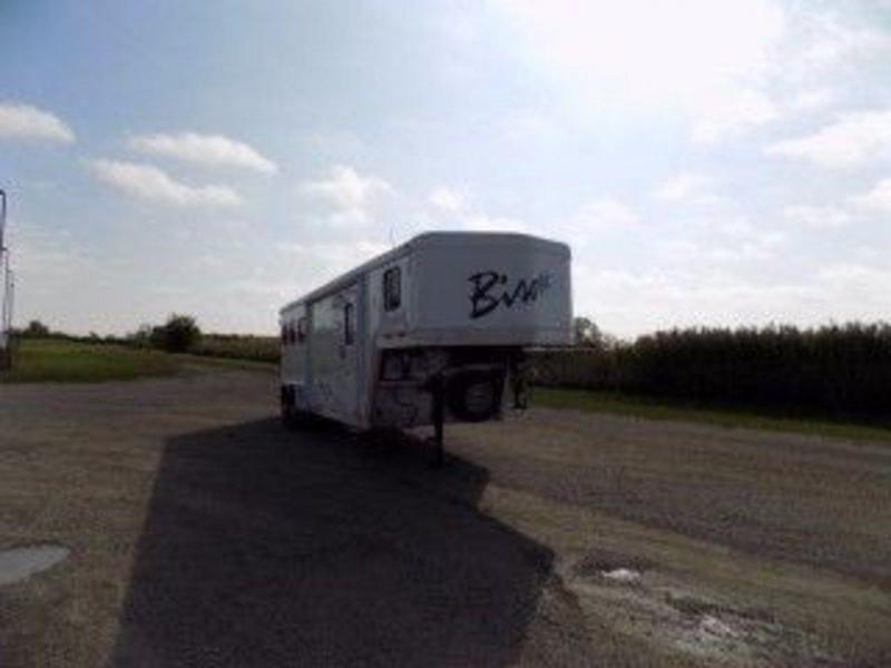 2014 Bison Stratus Lite 380 3H Trailer w/ 8' SW LQ GN