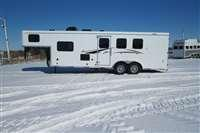 2021 Bison Trailers Bison 7310 Quick Draw w/10' SW LQ GN Horse Trailer
