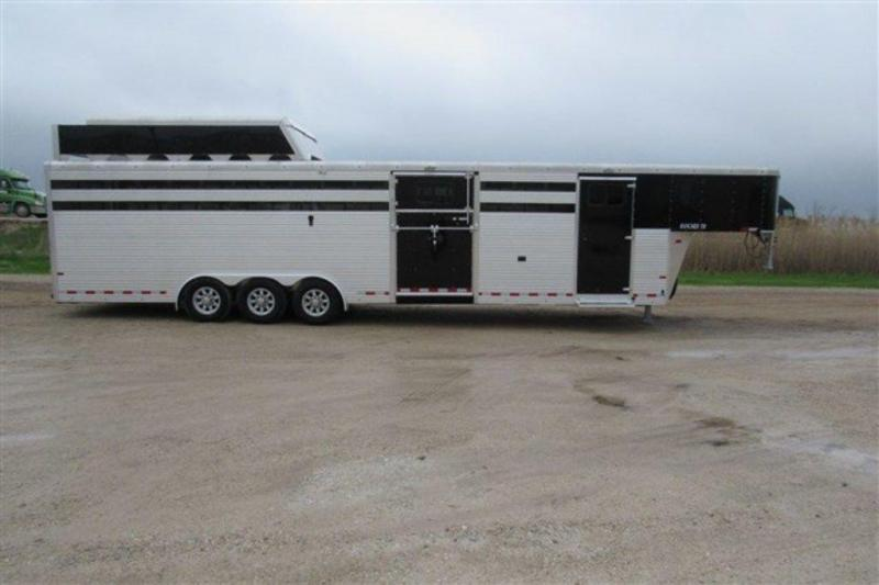 2019 Sundowner Rancher TR 7' X 8' X 33' w/5' Str Wall Dress GN