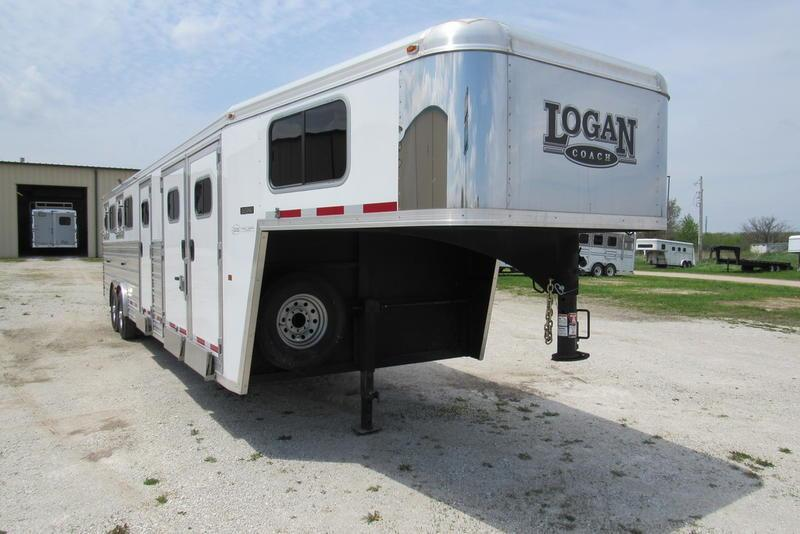 "2016 Logan Coach Razor 4H w/ 4'7"" SW Dress GN Horse Trailer"