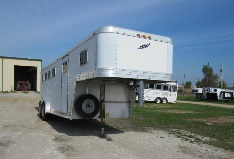 "1990 Featherlite 4H w/ 34"" SW Dress GN Horse Trailer"