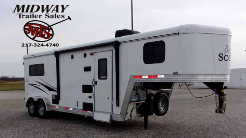 2021 Bison Trailers Scout 7208 w/8' SW LQ GN Horse Trailer