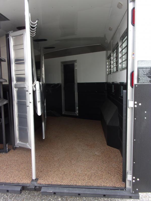 2021 Logan Coach 810 Select Horse Trailer