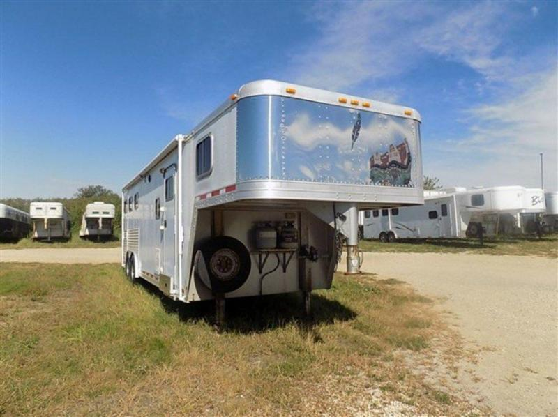 2000 Featherlite 3H w/ 10'SW Living Quarters