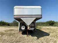 1992 Gore Trailers 3H w/Front Dress Weekender Horse Trailer