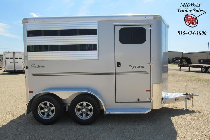 "2021 Sundowner Trailers Super Sport 2H w/ 31"" Dress Horse Trailer"