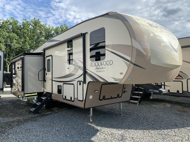 2019 Forest River ROCKWOOD Signature 8290BS Fifth Wheel Camper