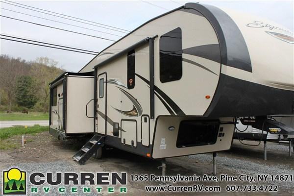 2019 Forest River Inc. ROCKWOOD Signature Ultra Lite 8290BS Fifth Wheel Camper
