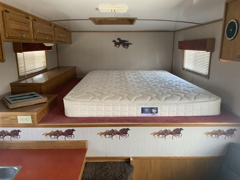 1994 4-Star Trailers 2/3 Horse Straight Load Living Quarters Horse Trailer