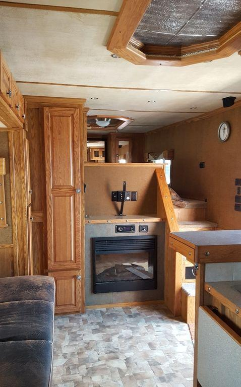 2009 Featherlite 3 Horse Living Quarters Horse Trailer